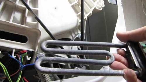 не-реет-воду-стиральная-машина
