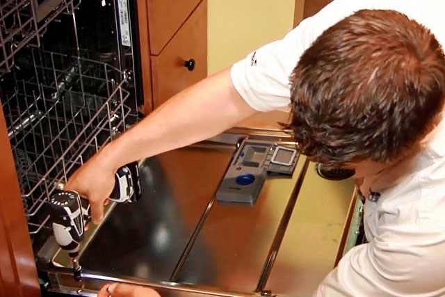 не-отмывает-посудомойка