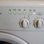 При включении горят и мигают на стиральной машине индикаторы?