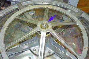 Ненадежное крепление шкива барабана стиральной машины