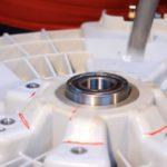 Замена подшипника на стиральной машине LG с прямым приводом и ремнем