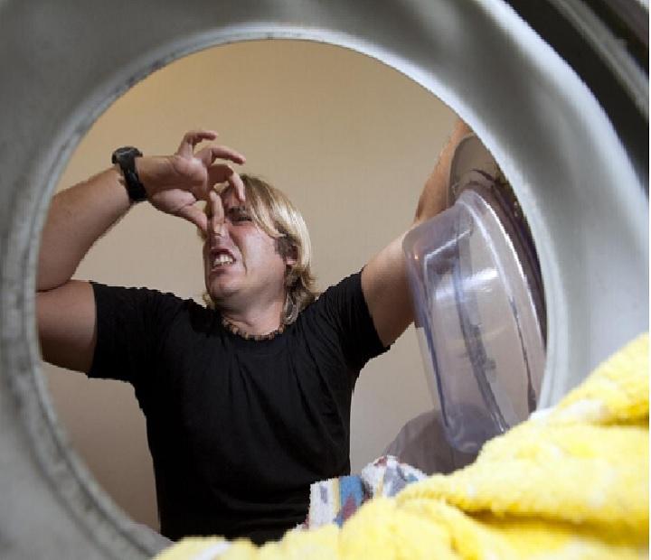Воняет из стиральной машинки