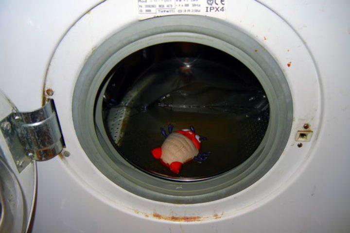 грязная вода не уходит из стиральной машинки