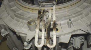 Осадок от нефильтрованной воды на внутренних запчастях стиральной машины