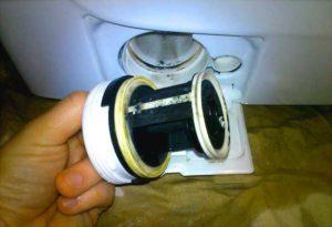 Приступаем к чистке и мытью сливного фильтра