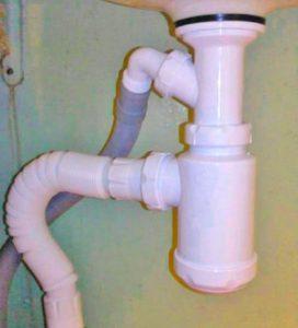 Подключение стиралки к канализации, находящейся рядом с ней