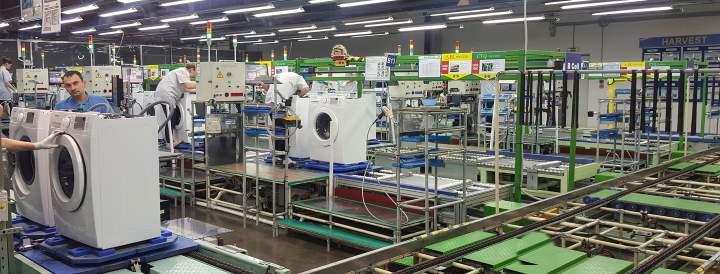 На заводе стиральных машин