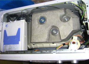 Слабые крепления противовеса и верхних пружин стиральной машины