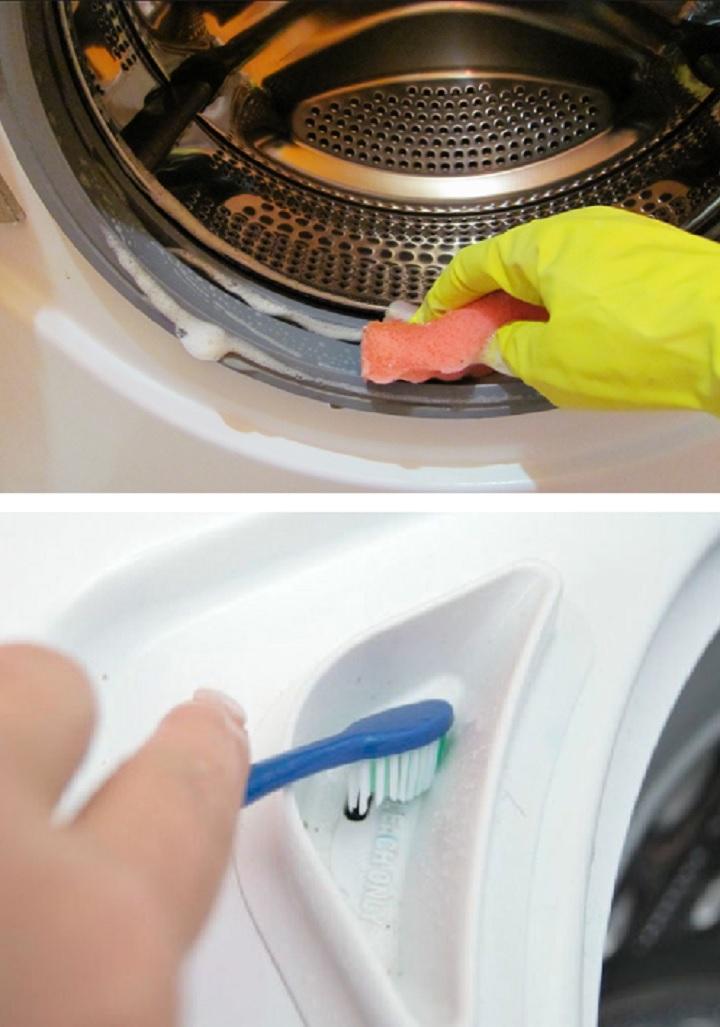 Перчатки и щетка для чистки машинки