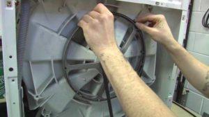 Соскочивший ремень электрического привода стиральной машины
