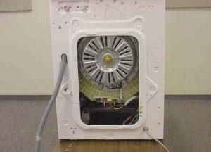 Снимаем заднюю крышку на стиральной машине