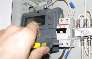 Электрощиток с защитным автоматом автоматом