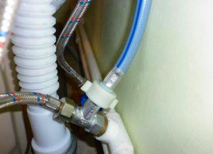 Проверяем подключение стиральной машины к канализации, водопроводу и электросети