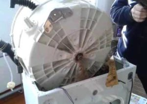 Снимаем бак стиральной машины