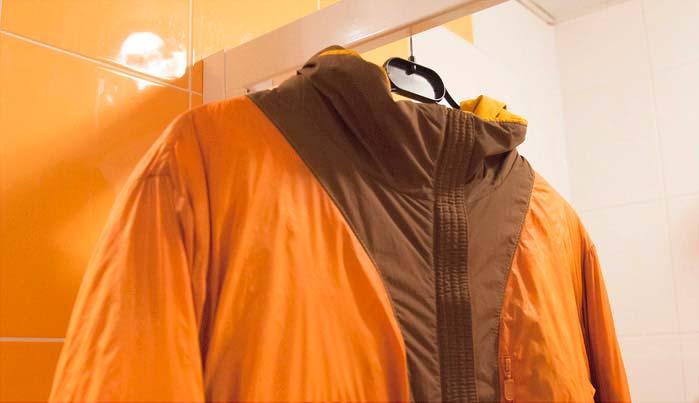Вывешиваем мембранную одежду не отжимая