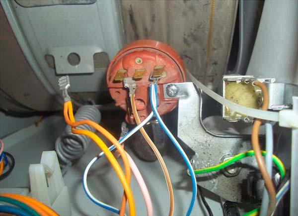 Не подключены все провода - одна из ошибок при замене подшипника