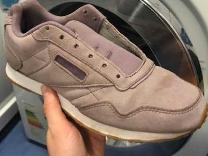 Закончив этап подготовки обуви, приступаем к главному – самой стирке.